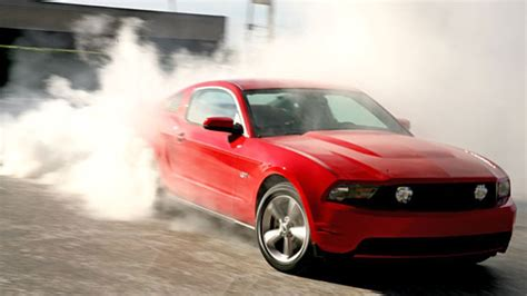 First Smokey Burnout Of The 2010 Ford Mustang