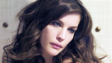 Liv Tyler- Is she really using plastic surgery?